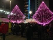 高円寺南口広場でイルミネーション点灯式 カラーLED街路灯も加わりより華やかに