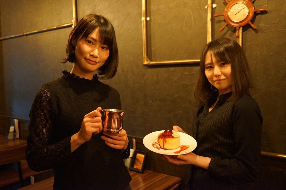 スタッフで役者の三浦槙子さん(左)と江島志穂さん(右)