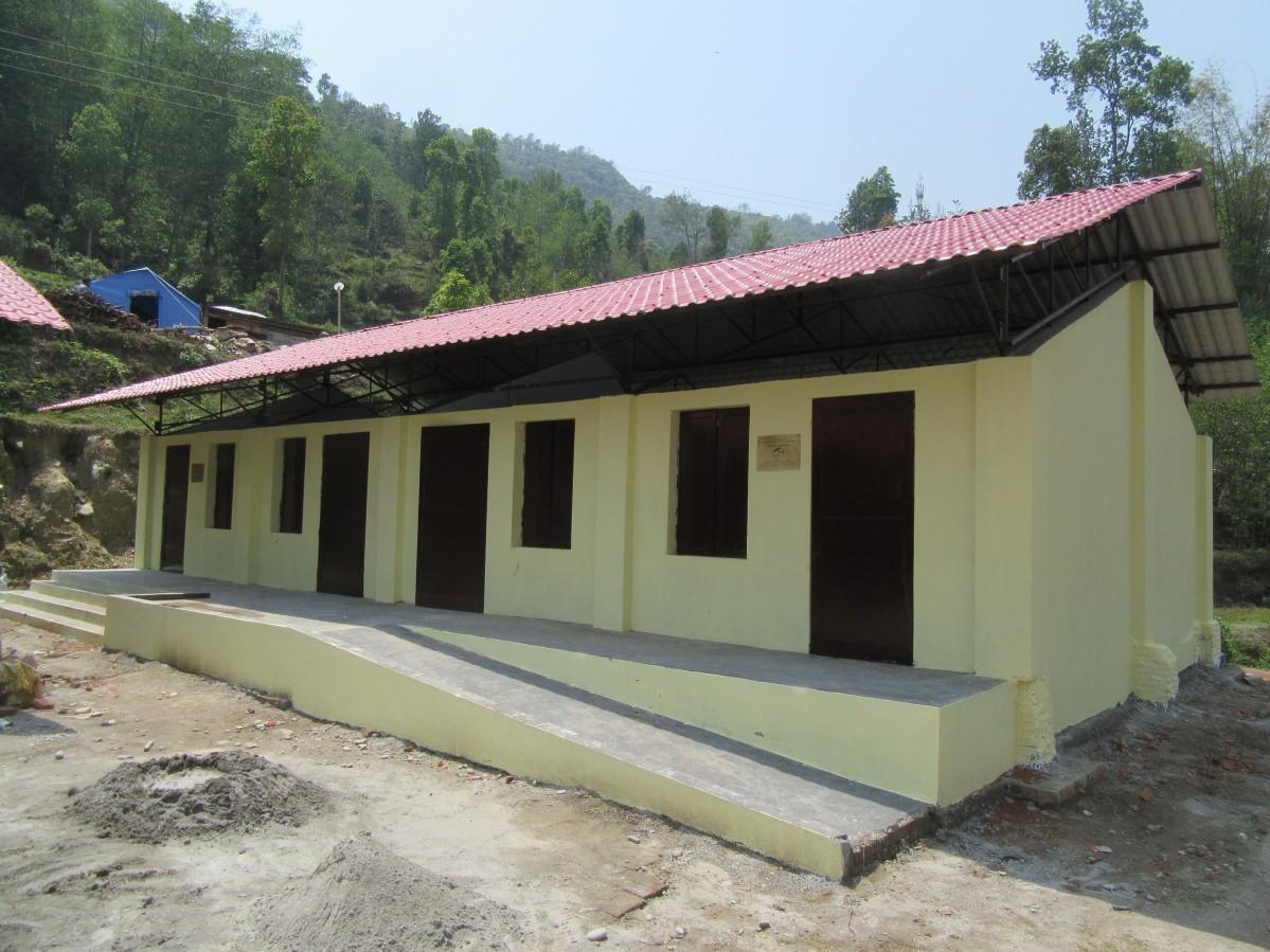 ネパールの「デビ校」
