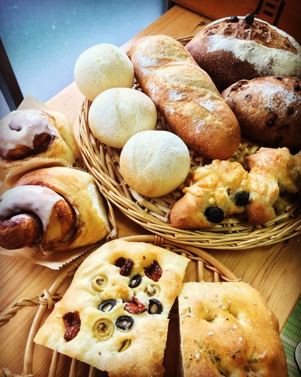 店舗のないパン屋tobira