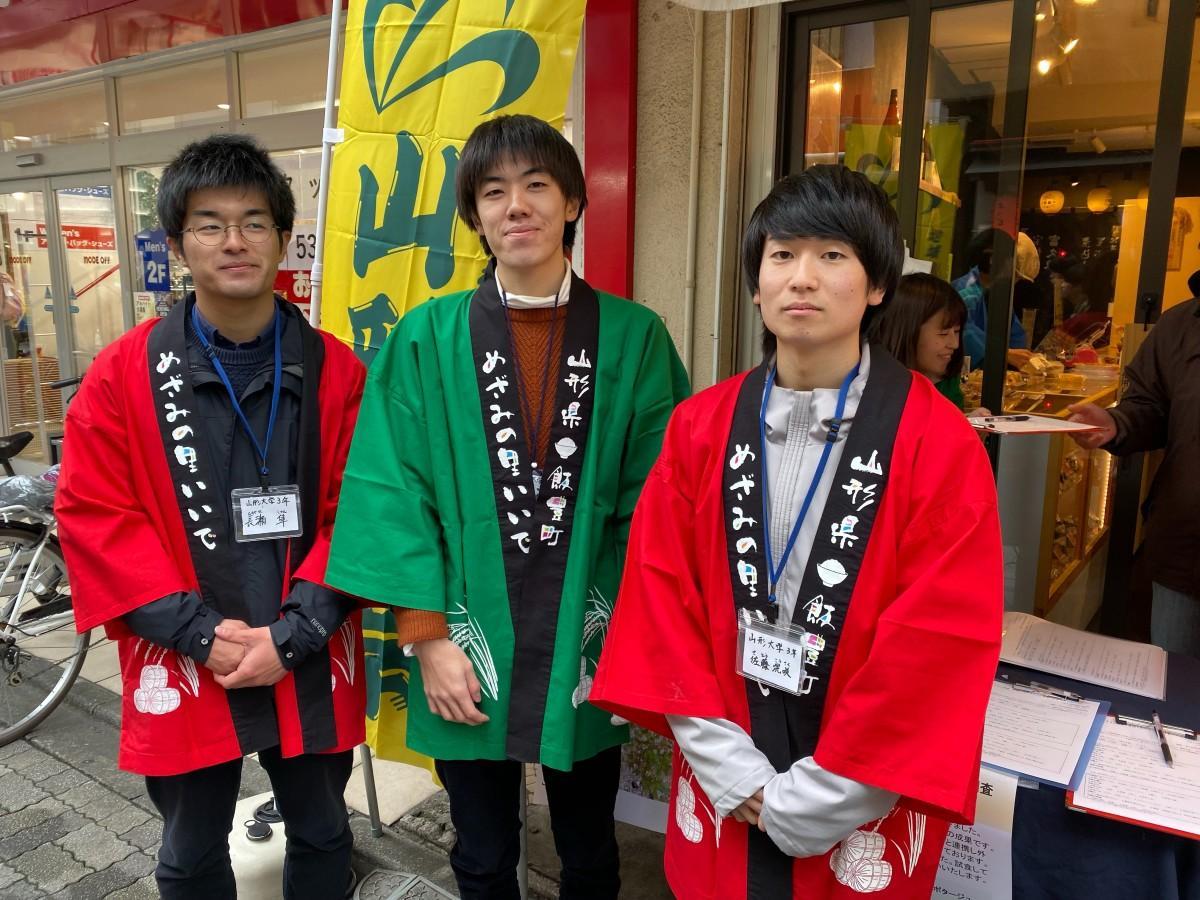 「ひょうまんじゅう」トライアル販売に取り組む山形大学 後藤さん(写真中央)