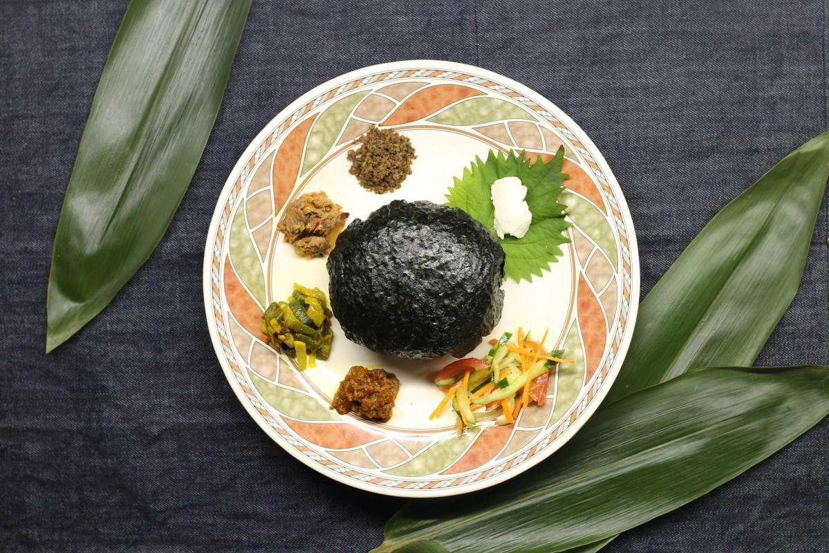 副菜5種類と爆弾おにぎりの「Bhomb Panch Mishali」