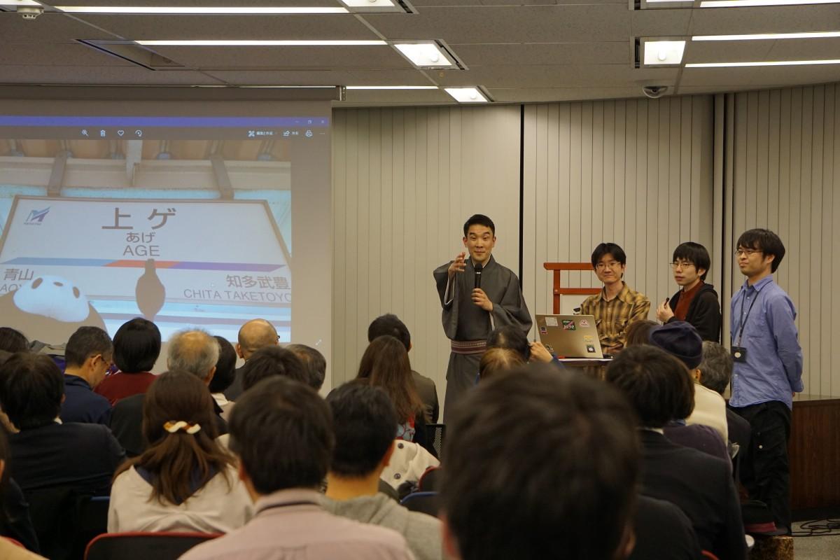 昨年の「高円寺演芸まつり」 、古今亭駒治さんとヴァル研究所のスタッフ