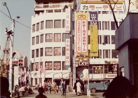 1981年は駅前の純情商店街アーケド近くに位置した - 高円寺経済新聞
