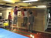 段ボールで再現する国宝茶室の製作始まる-段ボール1万枚超使う