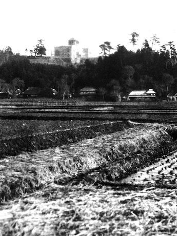 展示されている写真の一つ「大倉山から大倉精神文化研究所を望む(昭和5年)」