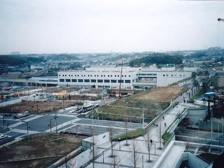 「丘のヨコハマ写真館」で収集した写真。都筑区役所屋上から北東方向を望む(1996年撮影)