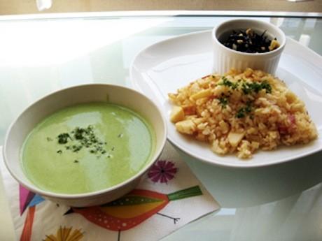17日に提供する「小松菜、長いも、はんぺんのとろっとスープ」
