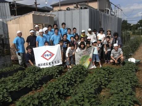 昨年始まった「ミニヨコビレッジ」で育てた野菜の収穫祭を行う