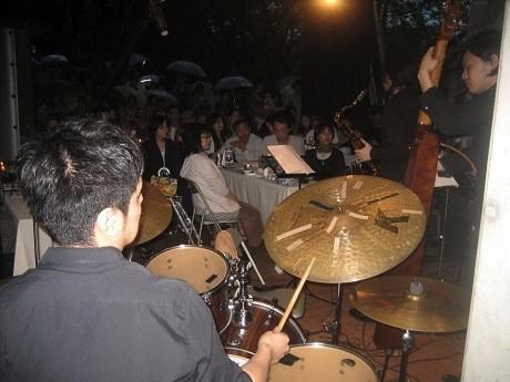 当日はジャズの生演奏が行われ、会場は盛り上がった