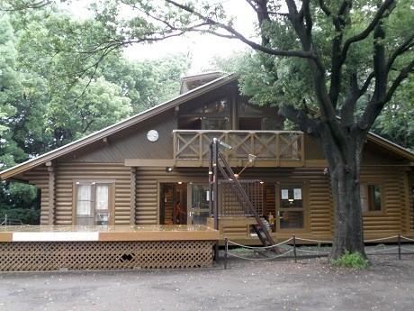綱島駅近くにあるログハウス「モッキー」