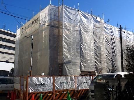 建設中の「おおくらやま駅前のぞみ保育園」。4月に開園する