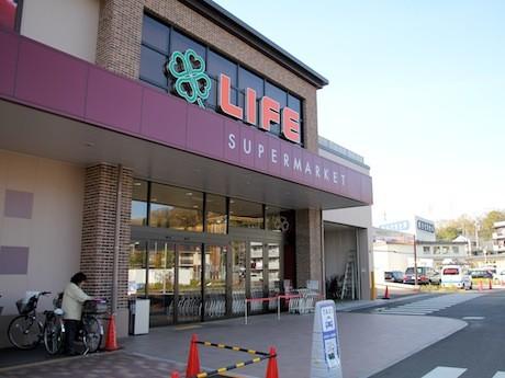 ライフ大倉山店内の総菜コーナーでアプリを立ち上げるとポイントが獲得できる