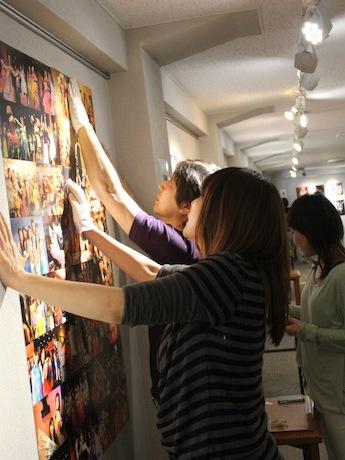 プロ・アマ含む年齢も職業もさまざまなメンバーらが個性あふれる作品約300点を展示する
