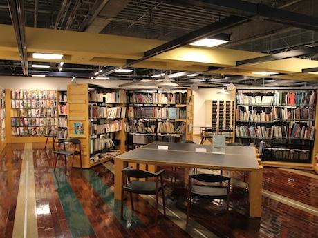約4000冊の住宅や建築、インテリア関連の雑誌・書籍を有すハウスクエア横浜ライブラリーが会場