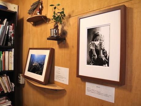 これまでネパールに旅をしたことがあり、思い入れがあるという写真家の作品を展示する