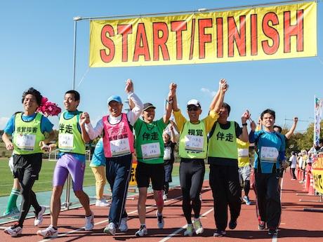 1組5人のチームで走り、障がい者と健常者がともにランニングを楽しむ