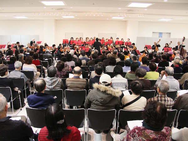 1995年に結成され区内各所で演奏を行ってきた「都筑オーケストラ」が演奏する