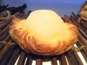 インド洋のリゾートイメージした洋梨の限定デニッシュ 仲町台のパン店で