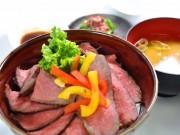 東名港北PA下りで新メニュー「発酵熟成肉和牛ローストビーフ丼」