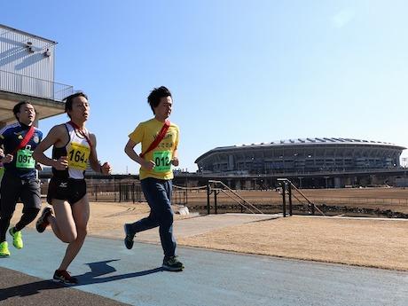 1チーム4人で全長20.4キロのコースを走る