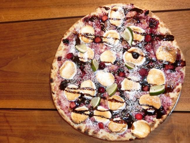 ドルチェピザの「チョコとベリーのマシュマロPIZZA」