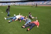 日産スタジアムの天然芝に入れるイベント 高水準のピッチを素足で体験