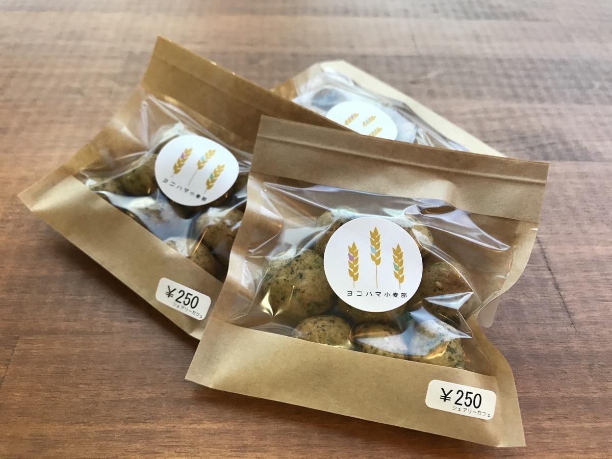 3月から販売を開始したクッキー「浜小菜はなこ」作りを紹介する