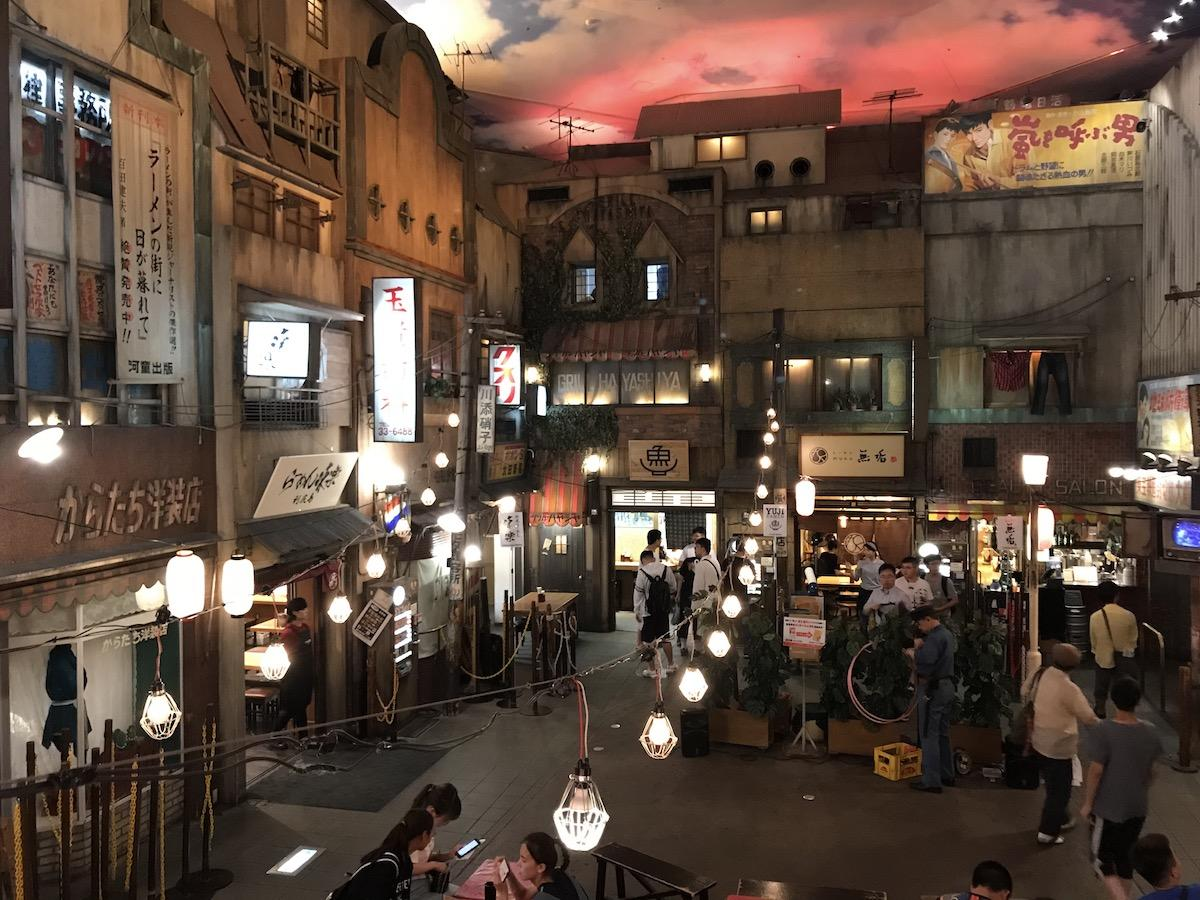 浴衣が似合う昭和の雰囲気漂う館内
