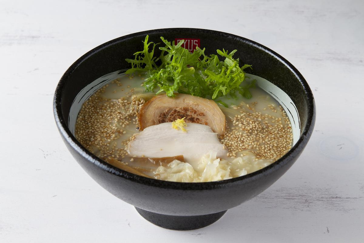 野菜ポタージュなどを使った「RYUS鶏白湯ラーメン」