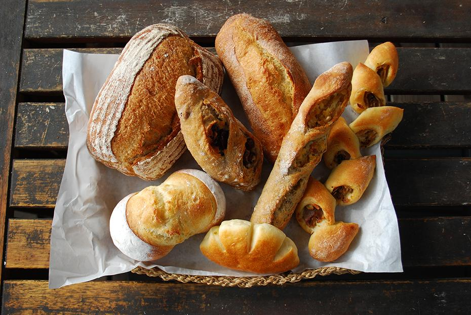 各店のこだわりのパンを楽しめる。写真は「コトリ山ベーカリー」