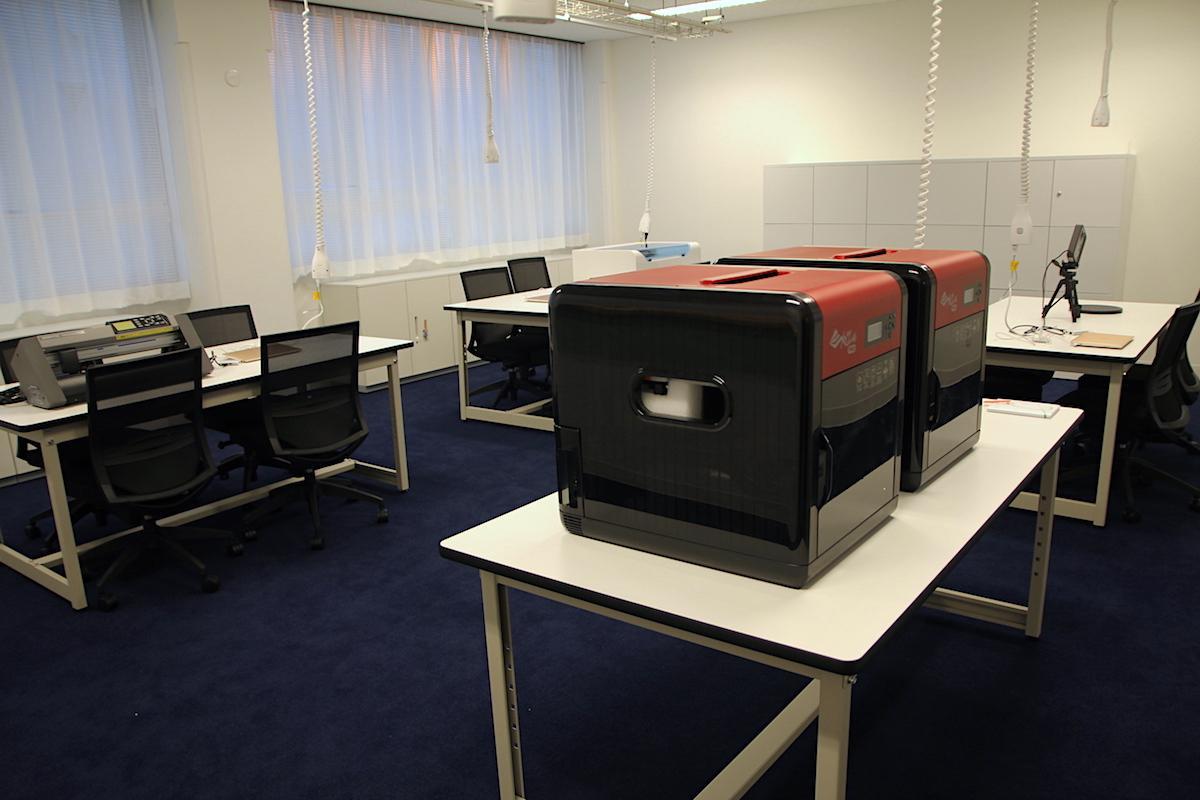 3Dプリンターなどを備えた電子工作スペース「メーカーズハブ」も設置