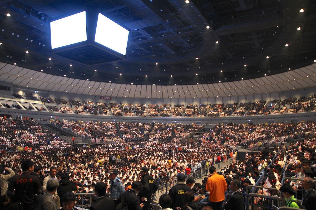 会場の横浜アリーナでは多くの新成人でにぎわった