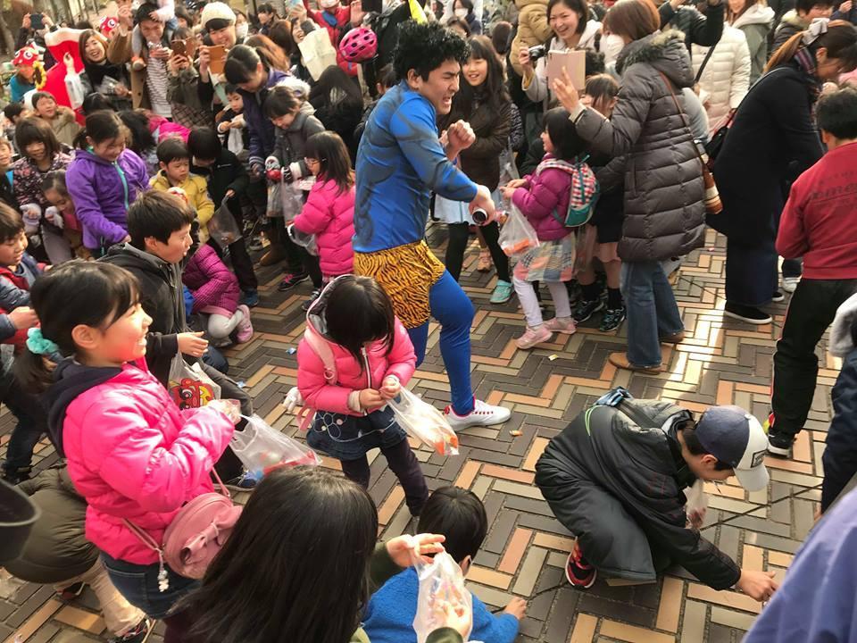 大日本プロレスの青木優也選手が鬼に扮(ふん)する。写真は昨年の様子