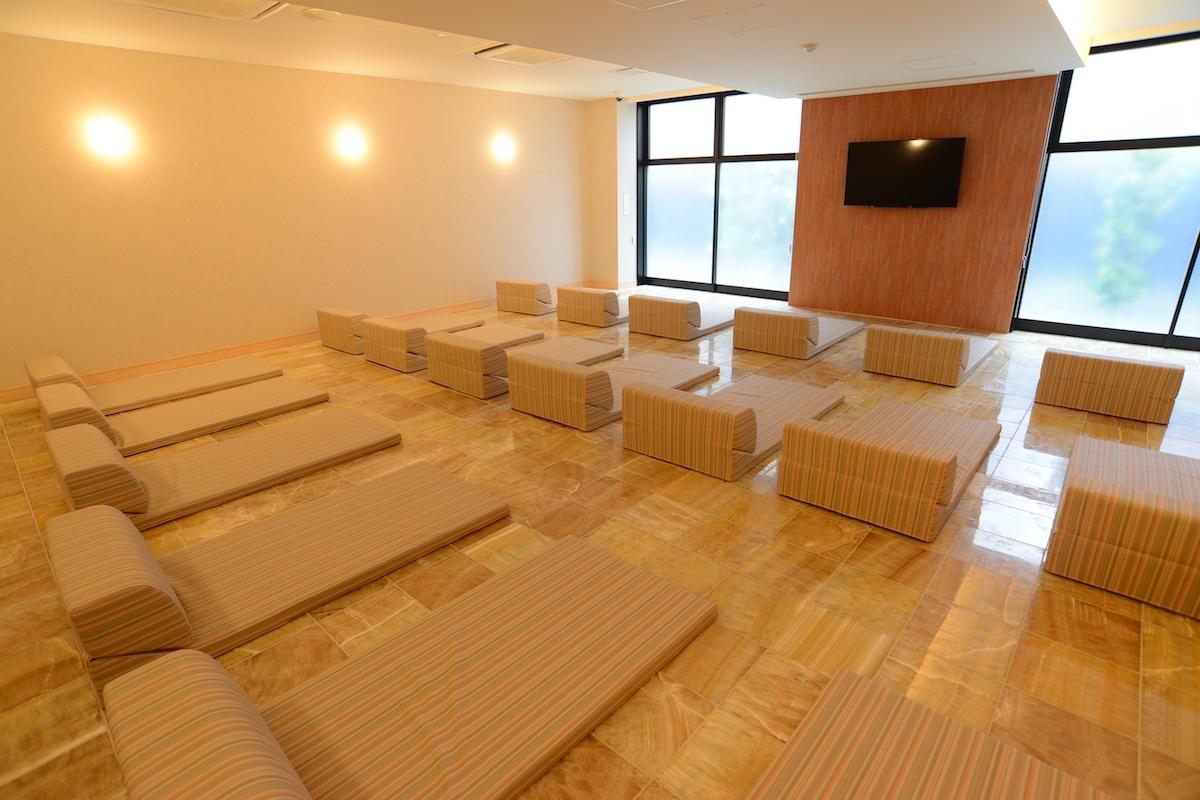 館内岩盤浴「和」の部屋で開講する