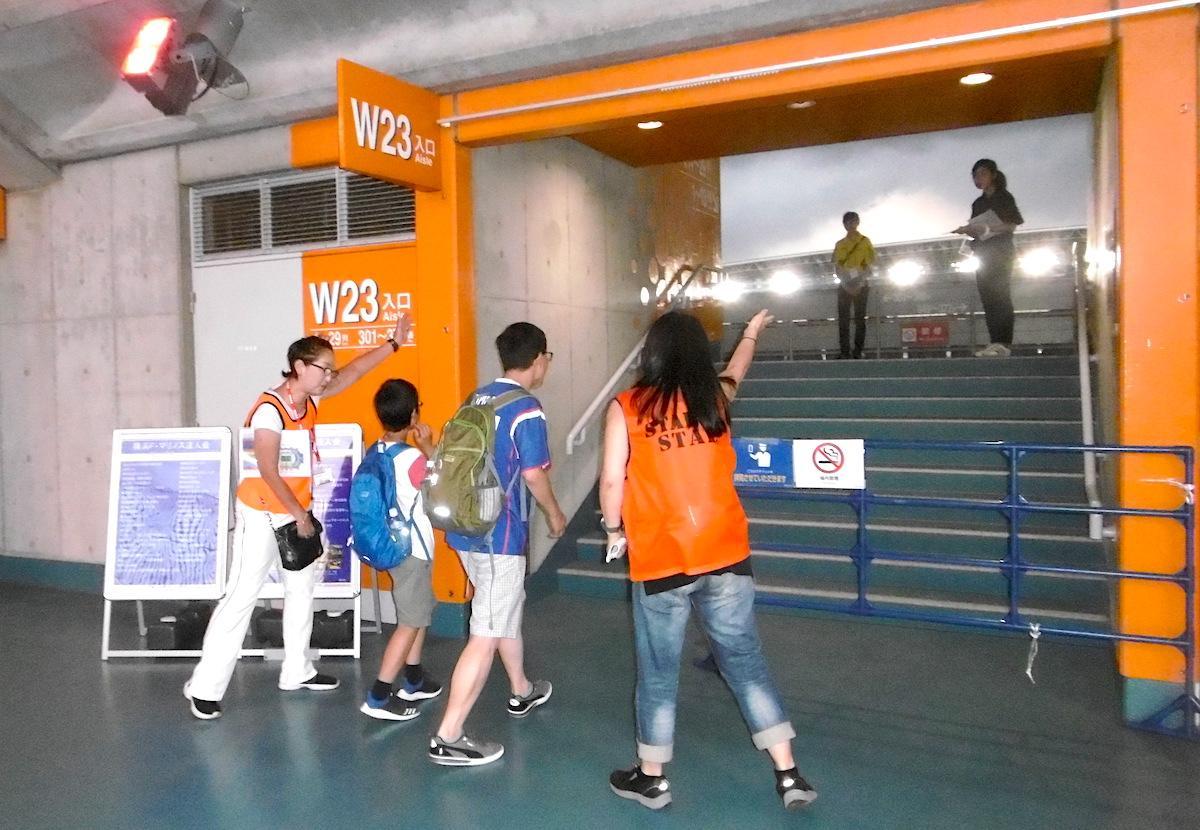活動実習は日産スタジアムで行われるJリーグの試合
