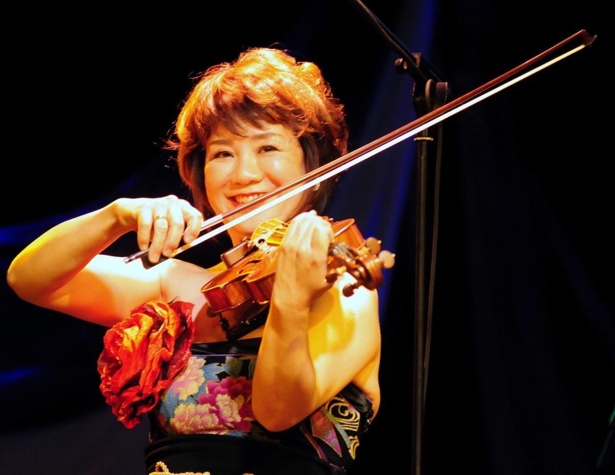 横浜市出身のヴァイオリニスト牧千恵子さんをゲストに迎える