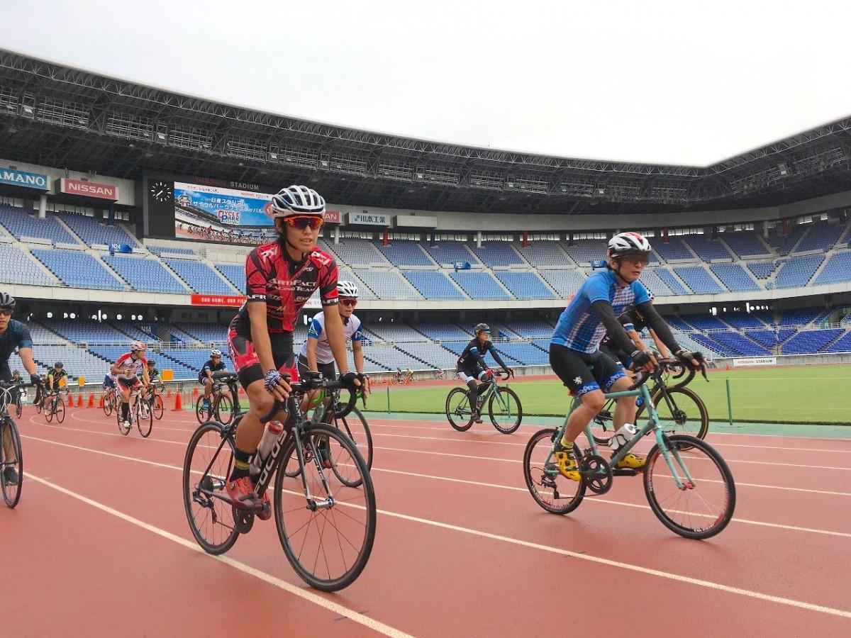 スタジアムのトラックを自転車で走れる