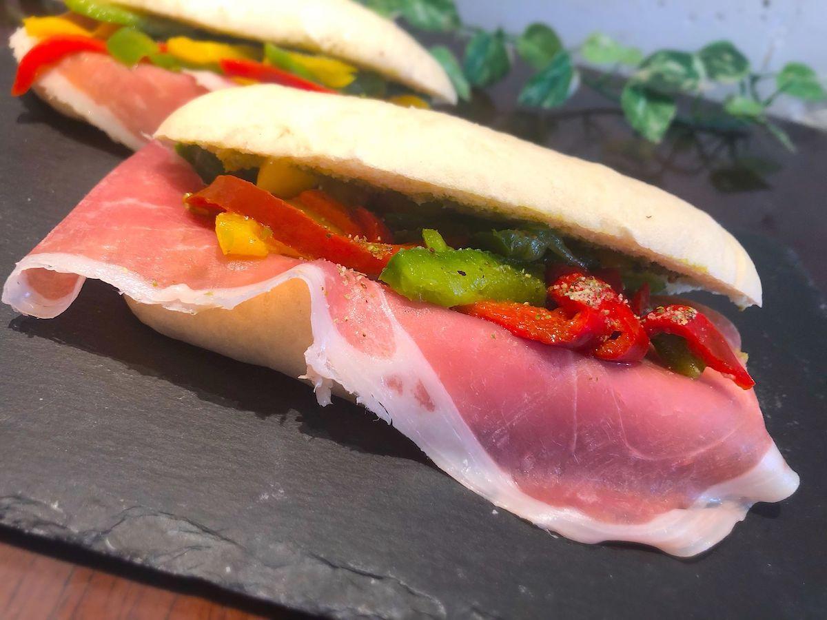 世界3大ハムの一つのハモンセラーノを使ったサンドイッチ
