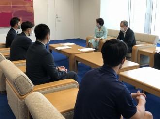 横浜ビー・コルセアーズが横浜市長に今季の報告 「大波乗り越えて」と市長が激励