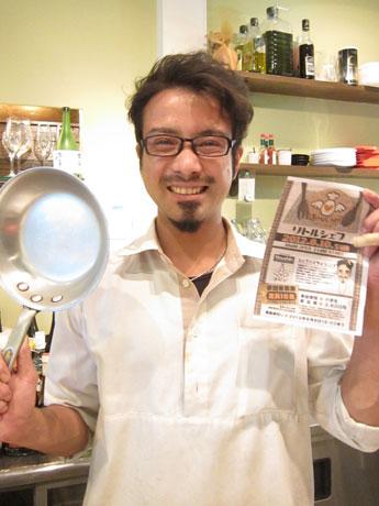 「将来の夢の選択肢として『シェフ』を選んでもらえるようになれば」と調理指導を担当する「カフェ・カウサ」シェフ板井伸吾さん。