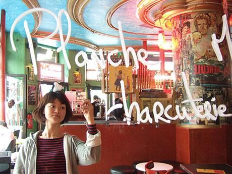 現在はパリを拠点に「フランスの最新LOVE事情を調査中」という中村綾花さん