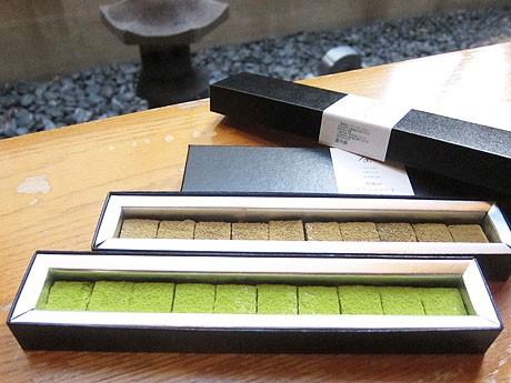 「抹茶の生チョコレート」と「焙茶生チョコレート」の2種(共に1,000円)。