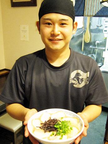 「営業時間延長で幅広い客層に対応したい」と店長の須藤さん