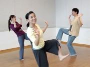 オリジナルの振り付けや歌詞を考案し、ワークショップでダンスを猛特訓中