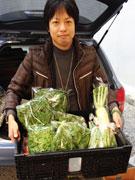 小倉で野菜ソムリエが「流しの八百屋」-鍋シーズン到来で冬野菜好評