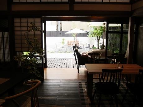 スクールで提案され実際に事業化した「三木屋ビル」。その後カフェ営業を始め、「魚町のリノベーションの象徴的な存在」となった
