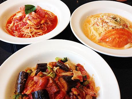 左上から時計回りに「モッツァレラチーズのトマトソース」「ワタリガニトマトクリーム」「よくばりアラビアータ」スパゲティ