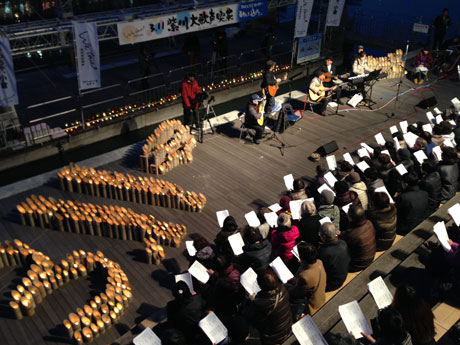 竹灯籠500個をともした会場は、鎮魂への祈りとともに幻想的な雰囲気となった