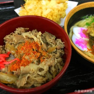牛丼並盛り(240円)とミニうどん(210円)、むきえび天(180円)
